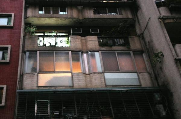 中天男主播史哲維驚傳疑似自殺 ,圖為他的住家外觀。(記者方賓照攝)