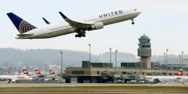 中國媒體點名24家在官網上將台灣列為國家的航空公司。圖為美國聯合航空客機。(路透社)