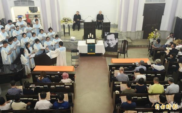 獨派團體30日在台北濟南教會舉辦諾貝爾和平獎得主劉曉波追會,不少民眾主動出席。(記者廖振輝攝)