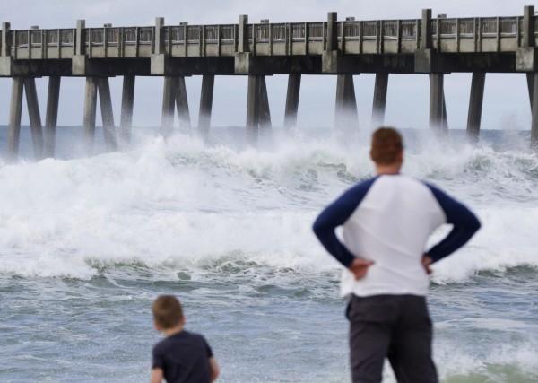 熱帶風暴襲捲美國南部,紐奧良和密西西比州進入緊急狀態。(美聯社)