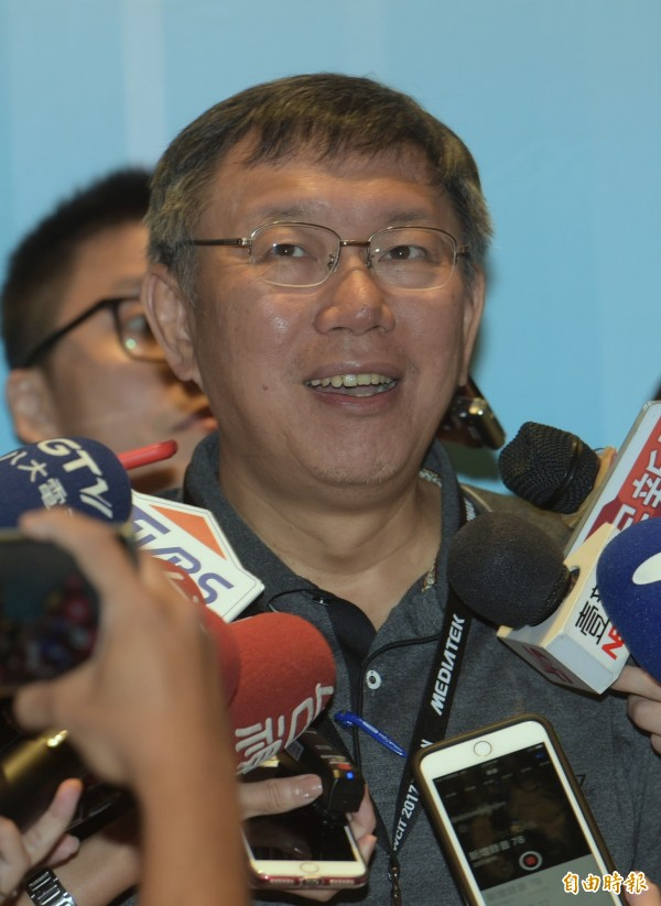 台北市長柯文哲11日出席世界資訊科技大會開幕式,會後受訪。柯文哲批:金管會應成金融服務會。(記者張嘉明攝)