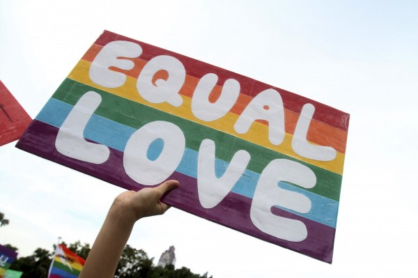 立法院院會8日已經一讀通過修正民法第972條的婚姻平權法案;美國媒體今(10)日指出,台灣即將成為亞洲第1個同志婚姻合法的地區。(美聯社)