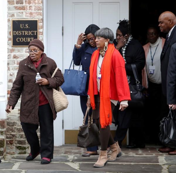 圖為受害者家屬離開法院。(資料照,路透)