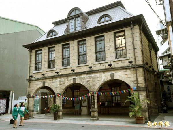 文化部與台北市文化局近來為新版「文化資產保存法」槓上;圖為台北市市定古蹟撫台街洋樓。(資料照,記者方賓照攝)
