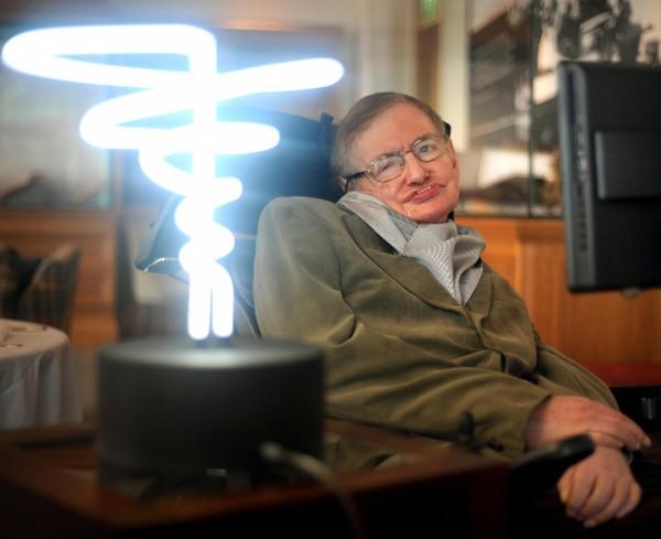 知名物理學家霍金逝世,他曾警告中國不要回覆外星訊號。(美聯社)