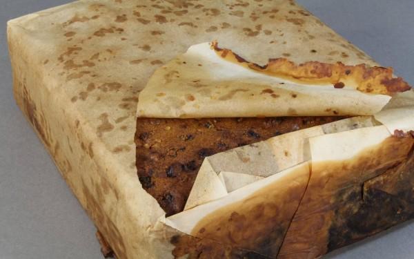 南極發現距今約100年前的水果蛋糕,外觀看來還可食用。(圖擷自《每日電訊報》)