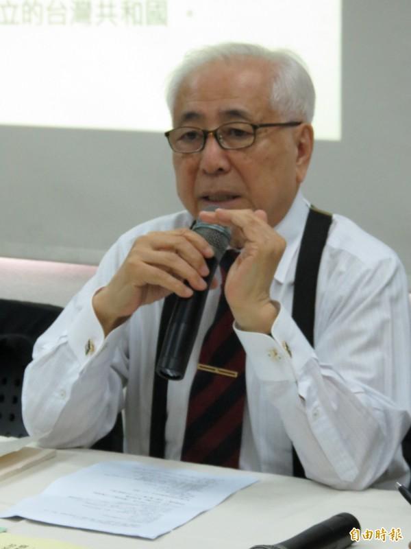 前駐日代表許世楷暢談台灣國憲法草案。(記者蘇金鳳攝)