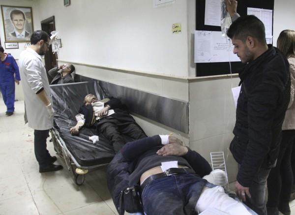 傷者被緊急送往醫院治療。(美聯社)