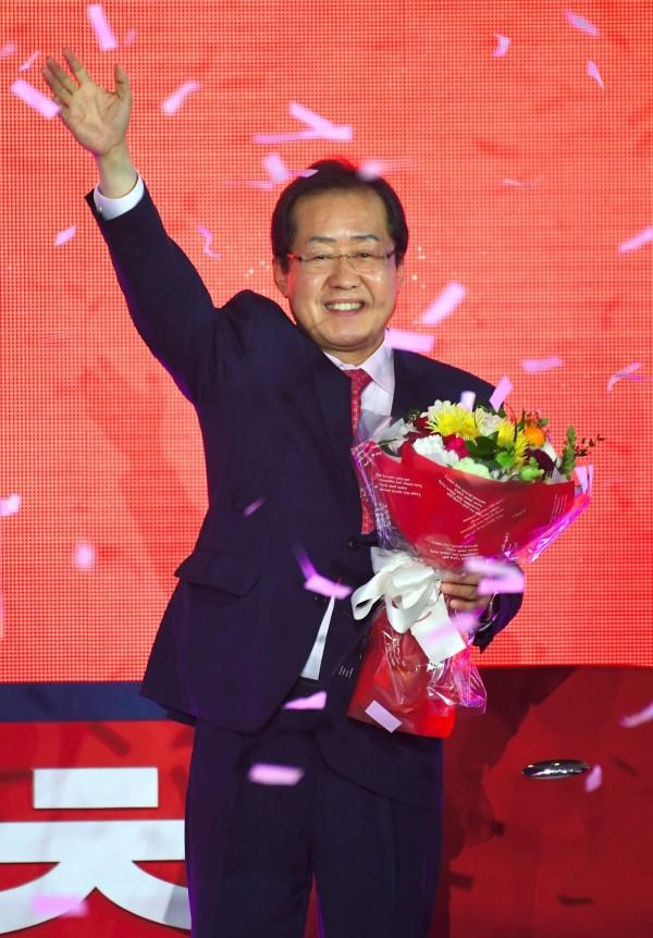 南韓執政黨自由韓國黨的總統參選人洪準杓,最近說了許多歧視女性和同性戀的言語,引起眾多批評。(法新社)