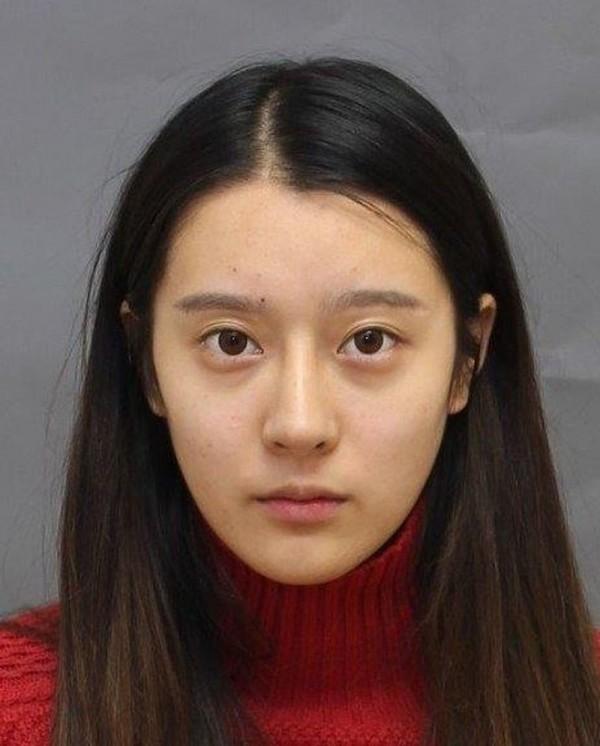 華裔女子王靜宜(Jingyi Wang)今年4月起,在加拿大謊稱自己是整形神醫Dr Kitty,無照行醫。(圖取自多倫多警局網頁)