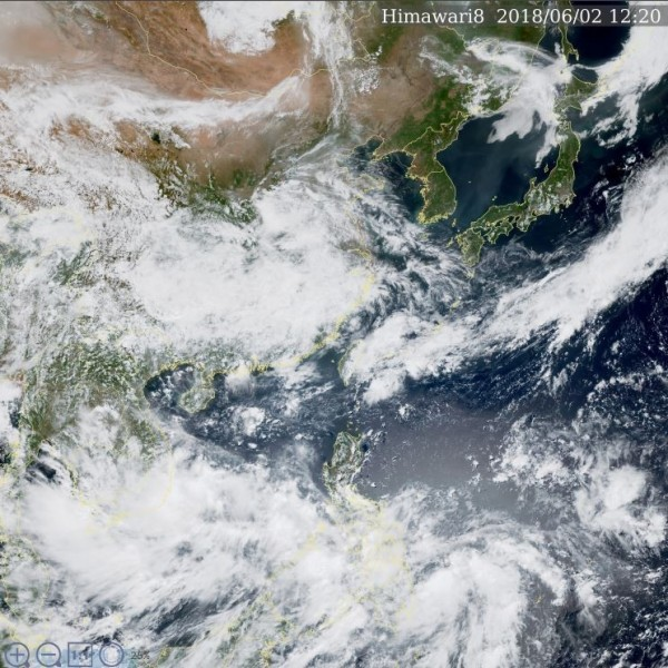 中央氣象局公布的東亞真實色衛星雲圖。(擷取自中央氣象局)