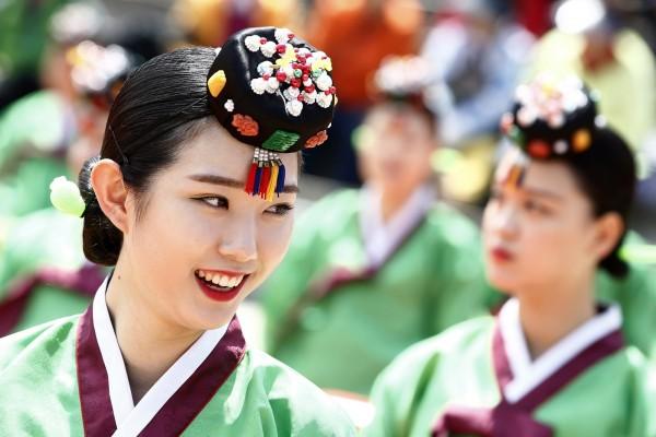南韓各界性騷行為屢見不鮮,過去5年職場性騷案就暴增3倍之多。南韓女性示意圖與本文無關。(歐新社)