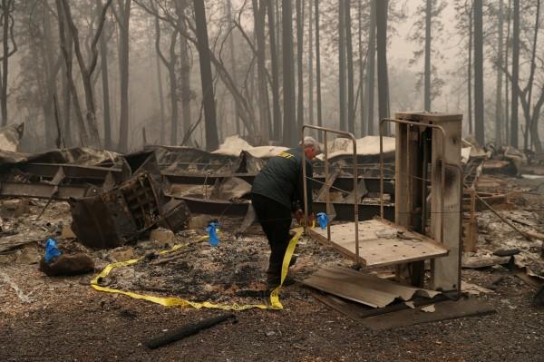 除了在第一線的打火人員,當局也已派遣調查人員進入天堂鎮遺址進行調查與損害評估,已有60支調查隊伍進入天堂鎮、康考鎮(Concow)等周邊範圍進行災後調查。(路透)