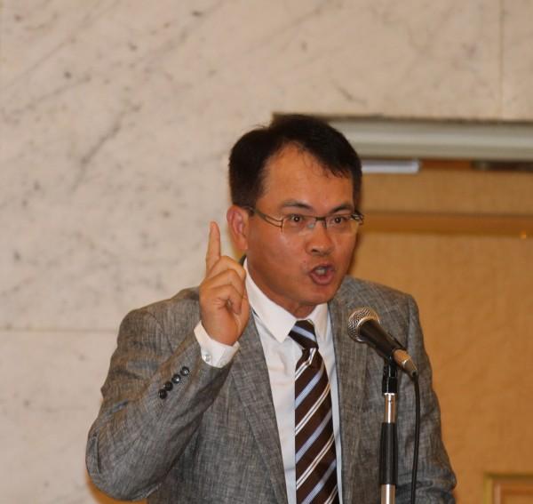 名嘴鄭弘儀今日向在日台僑演講強調七合一戰舉時應主意「國民黨不是吃素的」。(駐日特派員張茂森攝)