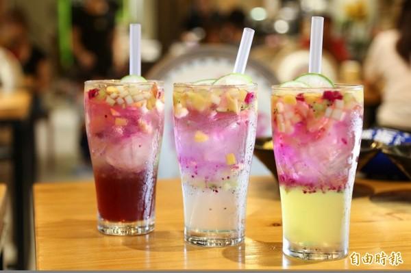 可以拍出美照的「漸層飲料」也以地方季節性水果做搭配。(記者邱芷柔攝)