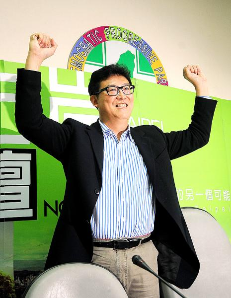 Democratic Progressive Party Legislator Pasuya Yao celebrates in Taipei yesterday after wining the first stage of the party's primary for the Taipei mayoral election. Photo: Fan Pin-chao, Taipei times