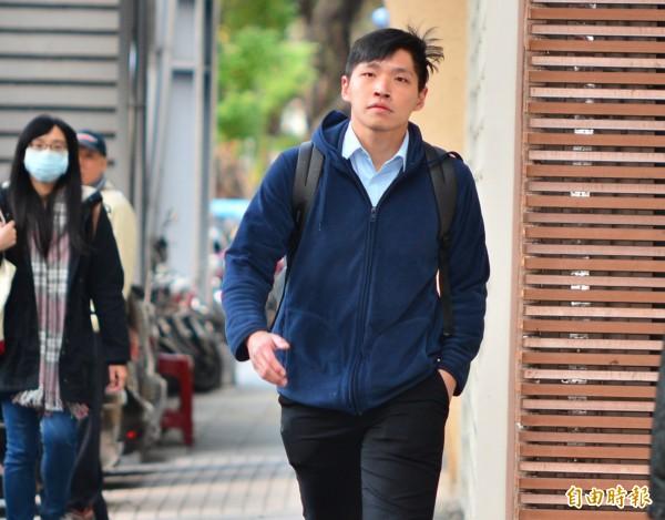 時代力量黨團助理陳為廷遭控襲胸女警出面做澄清說明。(記者王藝菘攝)