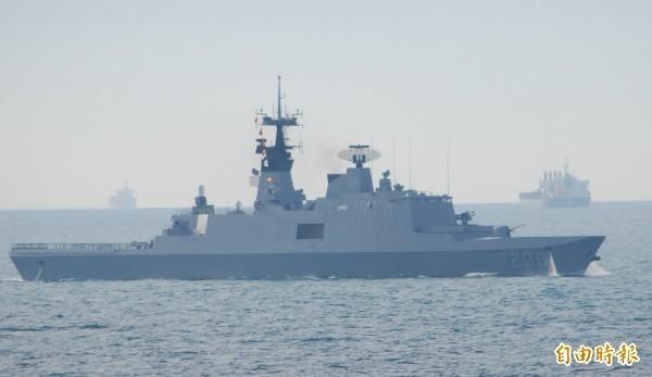 海军司令部表示,105年11月4日承德舰天频系统已汰换成维星系统,经查询中科院确认,该舰笔电须与保密器及接收机匹配方能使用,相关程式不具机敏性,不含任何密码。(资料照)