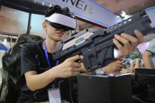普華永道研究指出,美國到2022年將有超過5500萬個VR裝置使用者,和今年3月底的Netflix美國付費會員一樣多。(歐新社)