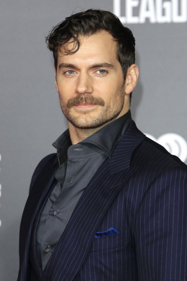 亨利在《正義聯盟》裡飾演超人,但派拉蒙電影公司禁止亨利為拍攝《正義聯盟》刮去鬍子。(歐新社)