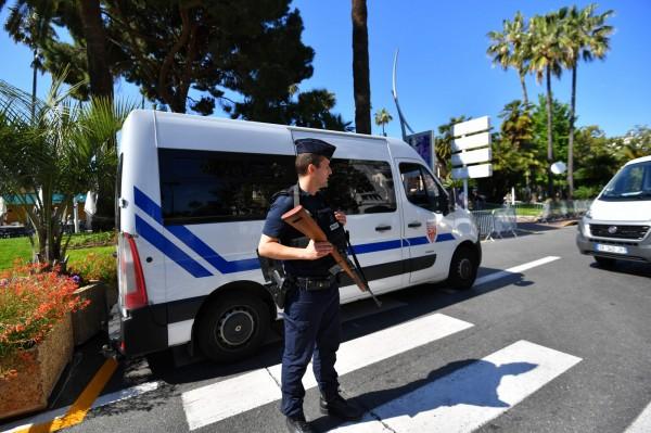 法國當地時間18日,台灣遊法旅行團遇搶。(法新社)