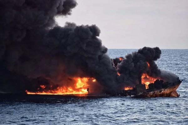 在巴拿馬註冊、隸屬伊朗公司的「桑吉號(Sanchi)」油輪,今(14)日下午大爆炸後完全沉沒。(法新社)