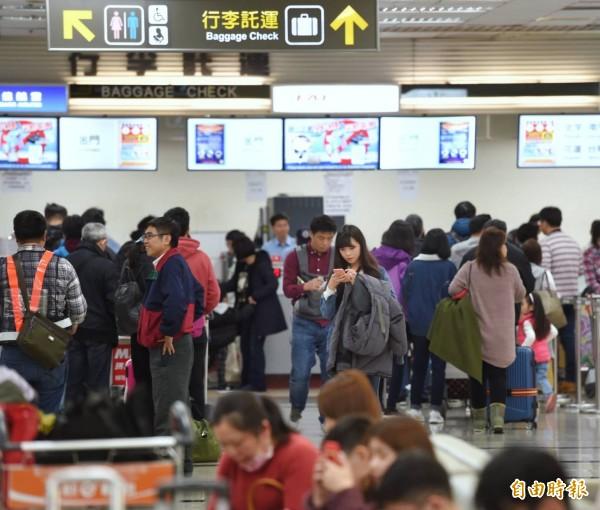 松山機場春節旅客運輸狀況。(記者方賓照攝)