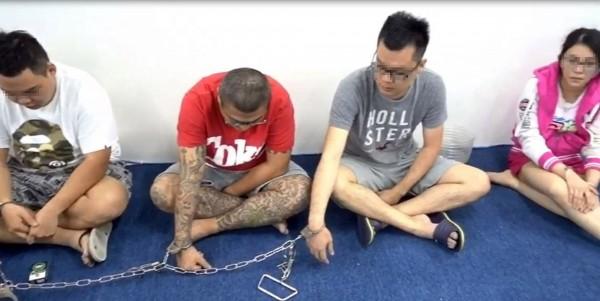 泰國警方今日再度跨境至馬來西亞,破獲電信詐騙集團,並逮5名(4男1女)台灣籍嫌犯。(中央社)