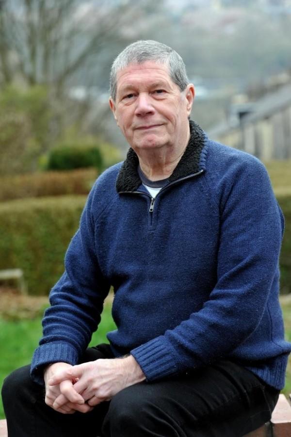 英国一位老人因为在公共场所吃派掉屑,遭罚款50英镑。(图撷自太阳报)