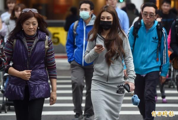 大陸冷氣團目前籠罩台灣,全台陷入低溫的狀況。(資料照,記者簡榮豐攝)