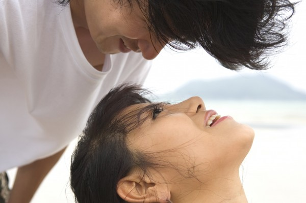 潘母在先生失聯3年後,與商姓「小王」結識,終於懷孕,40多歲那年生下兒子。(情境照)