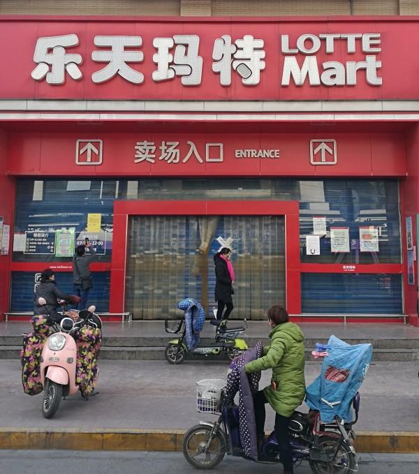 不滿南韓部署薩德,中國國內掀起抵制樂天的風潮。(歐新社)
