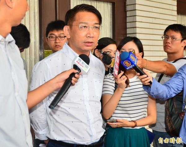 立委徐永明在臉書諷刺中國:「千枚飛彈威脅台灣,一支菜刀不能有,到底在怕什麼,強國政權心知肚明。」(資料照,記者王藝菘攝)