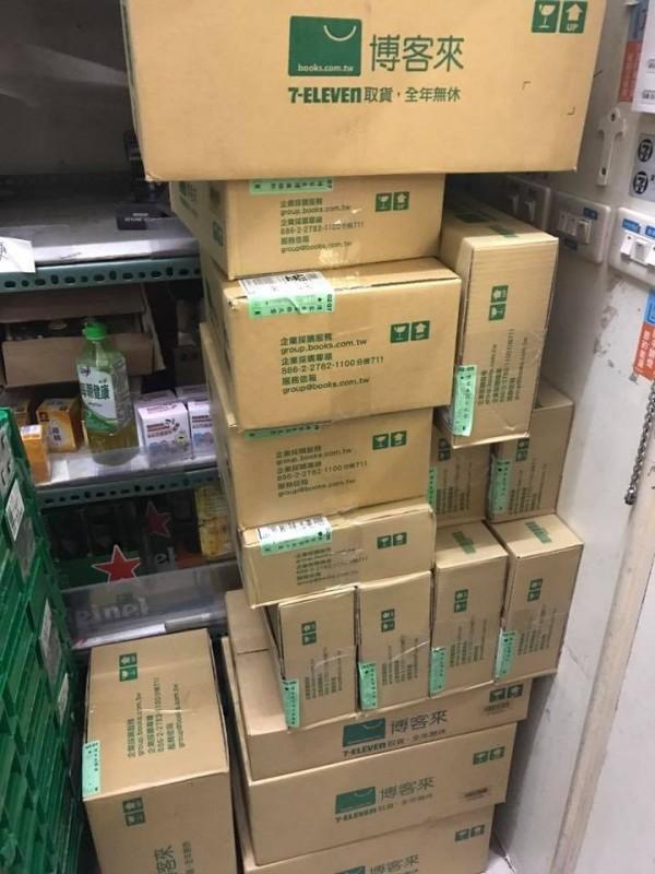 一位客人屢次下訂大量貨件,但卻讓其放到退貨,讓超商店員不堪其擾。(圖擷自爆料公社)