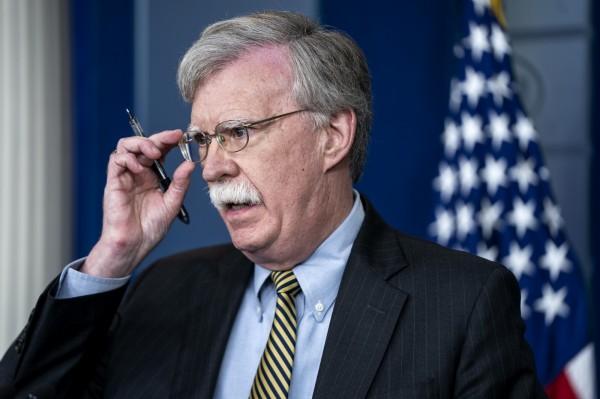 郭文貴聲稱曾與一名「摸著自己的小鬍子」的美國政府第三號人物交流,似乎是暗指美國國家安全顧問波頓。(歐新社)