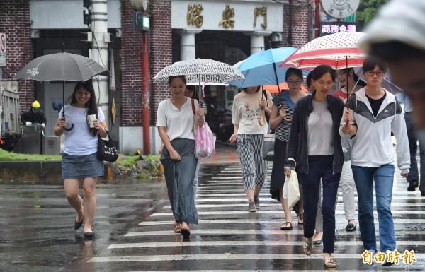 受到華南雲系影響,各地降雨機率提高,山區可能有局部較大雨勢(資料照)