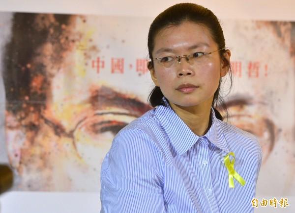 李明哲之妻李凈瑜發出聲明,表示她的先生與她正在遭受非人道的蹂躪,國民黨還有臉來跟她談什麼「恩」與「人道」。(資料照,記者王藝菘攝)