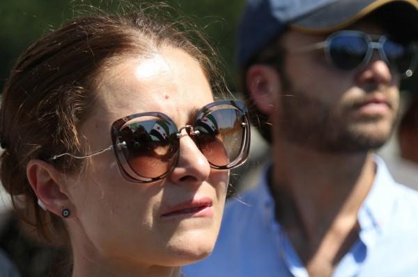 眼科醫師建議太陽眼鏡選灰色鏡片,因為適合在多數狀況下使用。(法新社)