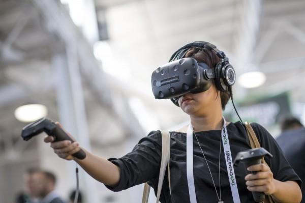 美國一名30歲女子用化名玩VR實境遊戲,在遊戲中遭到男性玩家性騷擾,讓她感到十分恐懼與害怕。圖為示意圖。(彭博)
