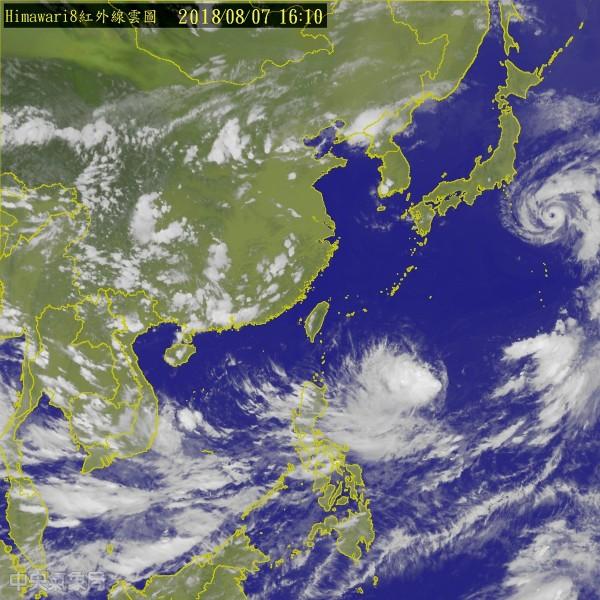 目前位於菲律賓東方海面的熱帶性低氣壓持續發展,最快明成第14號颱風「魔羯」,未來路徑需留意。(中央氣象局)