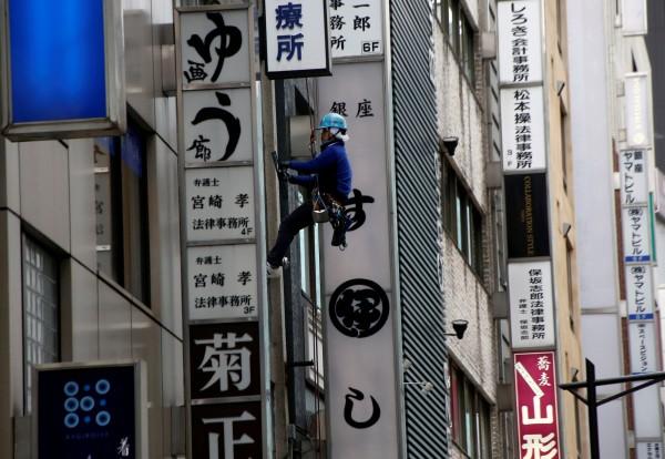 日本人口連續9年減少,作為主要勞動力的15歲到64歲人口,首次跌破總人口的6成。(資料照,路透)