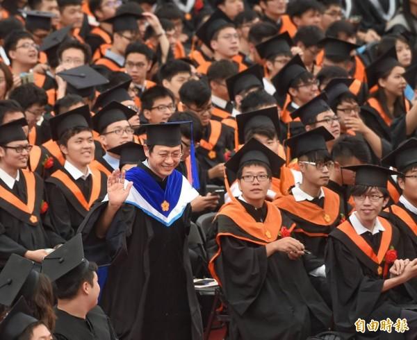 台灣大學創校90週年今(10日)辦畢業典禮。(記者方賓照攝)