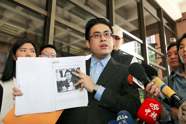 New Party spokesman Wang Ping-chung files libel lawsuits against two media outlets yesterday at Taipei District Prosecutors' Office. Photo: Taipei Times