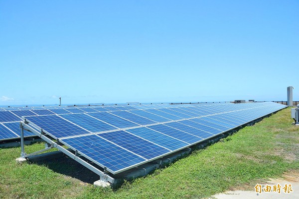 Solar panels, which are part of Taiwan Power Co's smart micro-power grid in Penghu County's Chimei Island that launched on Tuesday, are pictured in an undated photograph. Photo: CNA