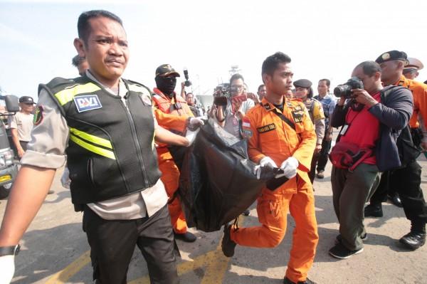 印尼國家搜救總署署長Muhmmad Syaugi表示,無法證實有人生還的跡象。(歐新社)