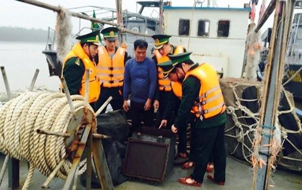 該名船長未能出示燃油來源的證明文件,且2名船員也沒工作證件,因此正接受進一步的調查。(圖擷自twitter)