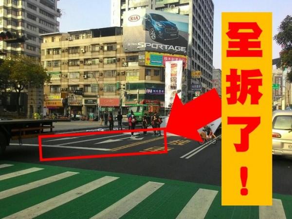 反空污團體把護欄拆除,網友大嘆「不是你愛怎麼搞就怎麼搞啊!」(圖擷自PTT)