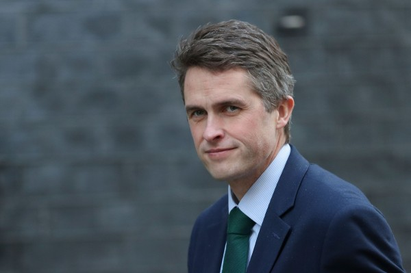 英國國防部長威廉森(Gavin Williamson)今(13日)宣布,英國一艘軍艦3月將會經由澳洲駛進受到爭議的南海,以維護航行的自由。(法新社資料照)