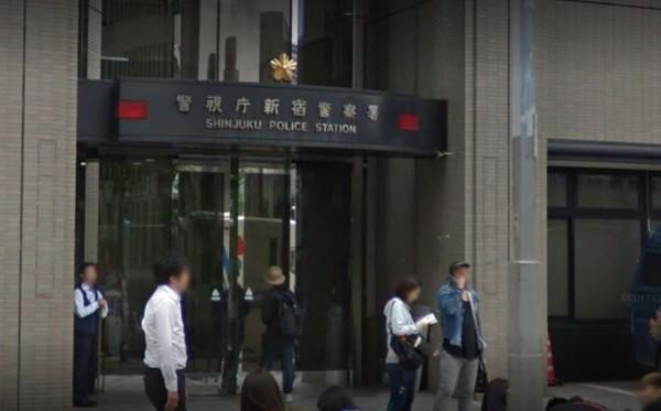 黑道份子被捉進日本警視廳新宿警察署,竟然把走年輕女警。(圖擷自Google街景)