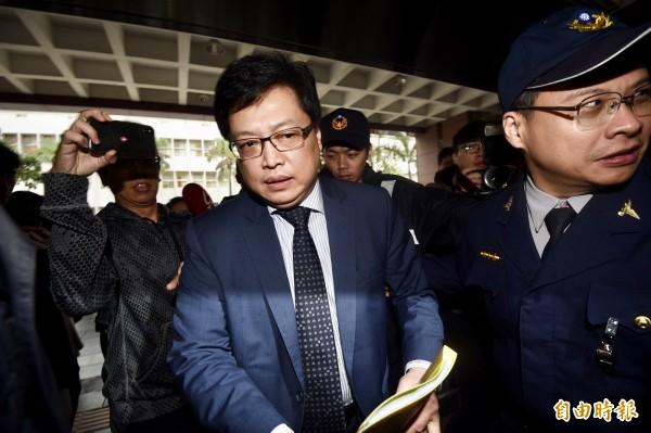 台北地檢署原本在7日下午4點傳喚鈕承澤到案,最後鈕並未現身,由律師胡原龍代為出面,但在此同時,檢方已秘密傳訊受害女子到案。(記者羅沛德攝)